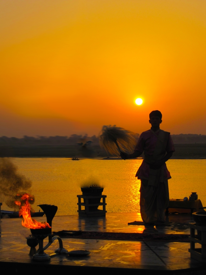 Ganges_at_sunrise,_Varanasi